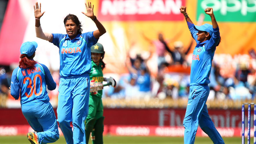 Jhulan Goswami removed Javeria Khan for 6