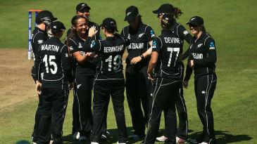 Amelia Kerr's double-strike scuppered Australia's chase