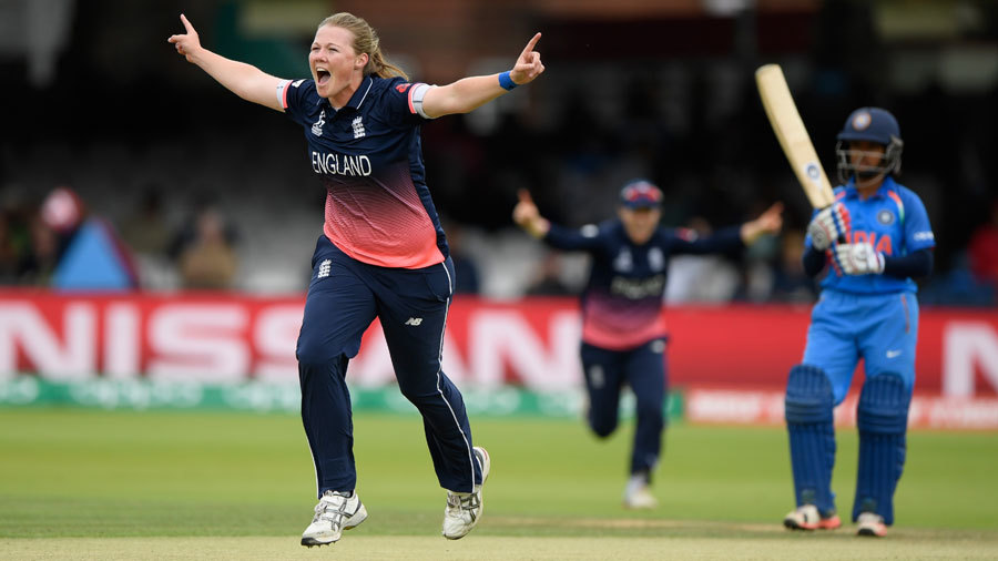 Anya Shrubsole struck in her first over