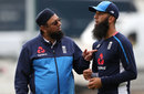 Spin consultant Saqlain Mushtaq chats with Moeen Ali, Old Trafford, August 2, 2017