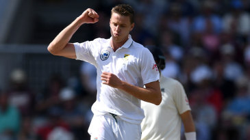Morne Morkel struck on the brink of tea