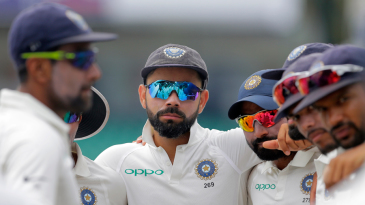 Virat Kohli gathers the Indian team around into a huddle ahead of the start of play on the fourth day
