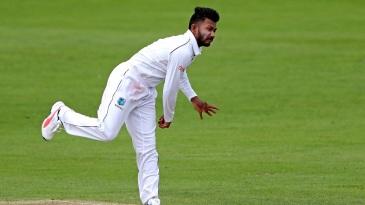 Kent's batsmen made Devendra Bishoo toil hard