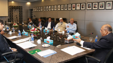 Najam Sethi addresses the PCB's Board of Governors