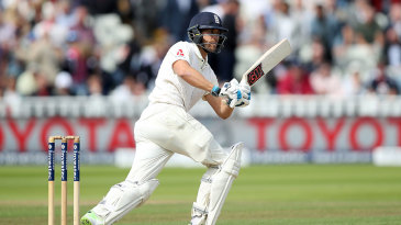 Dawid Malan resumed looking for his first significant score in Tests