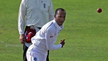 Kraigg Brathwaite bowls against Kent