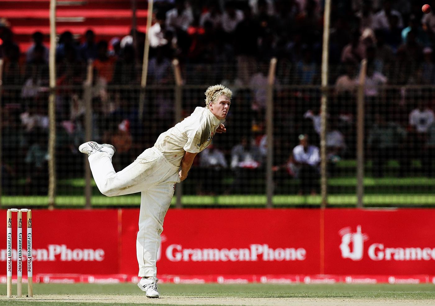 Dan Cullen bowls on Test debut