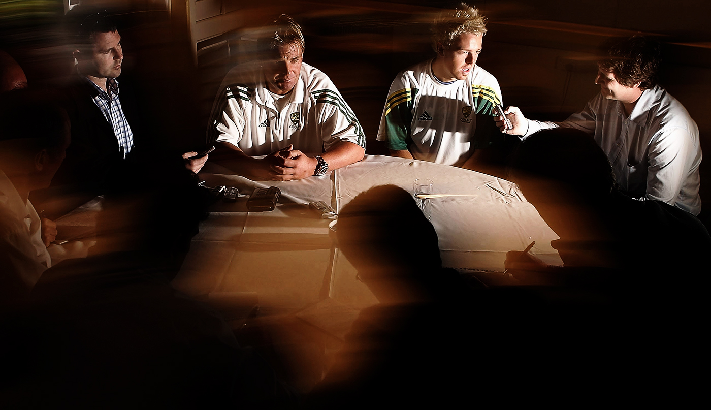 Hero and mate: Warne and Cullen talk to the Australian press in 2006