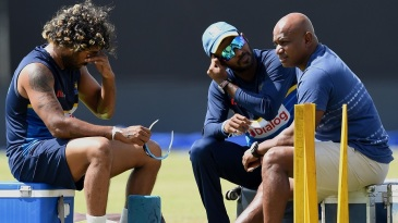 Lasith Malinga, Upul Tharanga and Sanath Jayasuriya at a training session