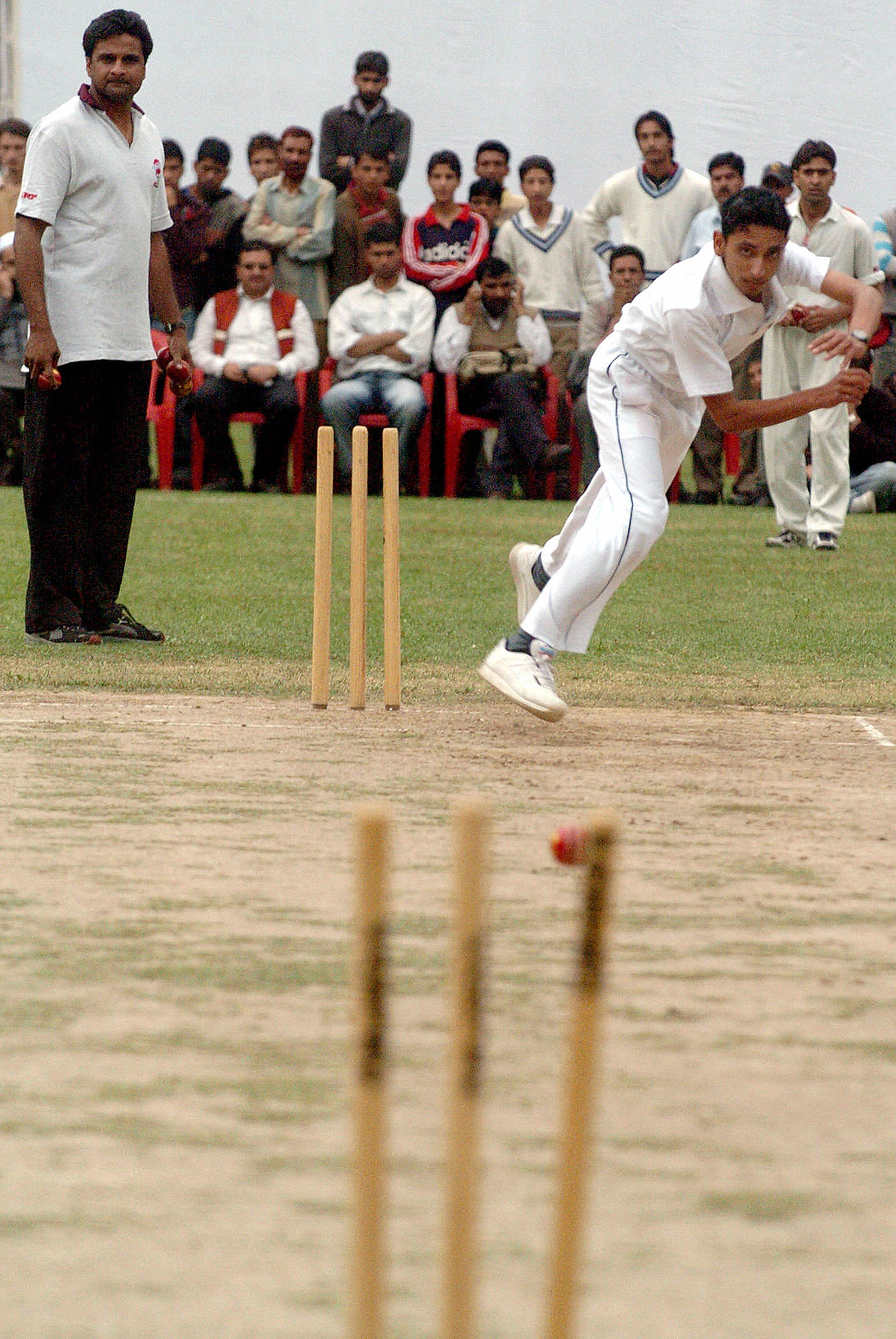 Javagal Srinath, who benefitted from his time at MRF, runs a talent-spotting event for the foundation in Srinagar in 2006