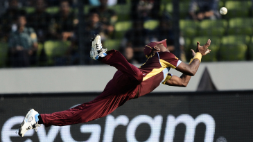 Dwayne Bravo dives to take a catch