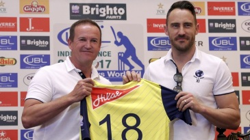 Andy Flower and Faf du Plessis strike a pose