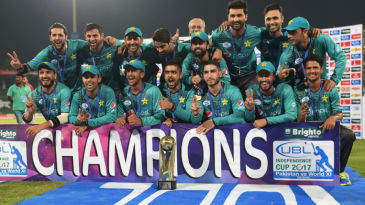 Members of the Pakistan team pose with the Independence Cup