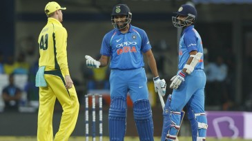 Rohit Sharma and Ajinkya Rahane chat with Steven Smith after a dead-ball call