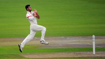 Saqib Mahmood bowls for Lancashire