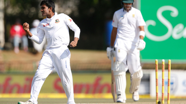 Mehidy Hasan celebrates Aiden Markram's run-out