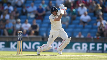 Why is Joe Root reluctant to bat at No. 3?