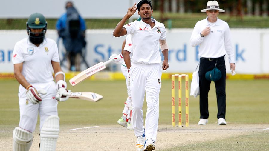 Mustafizur Rahman dismissed Hashim Amla from around the wicket