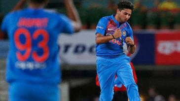 Kuldeep Yadav celebrates after dismissing Aaron Finch