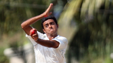 Jaydev Unadkat in his pre-delivery leap