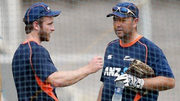 Kane Williamson and Craig McMillan have a chat in the nets