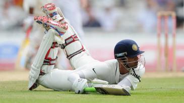 Rahul Dravid dives to make it past the crease