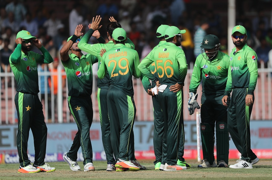 Pakistan edge closer to whitewash against Sri Lanka after bowlers, Babar Azam and Shoaib Malik seal easy win