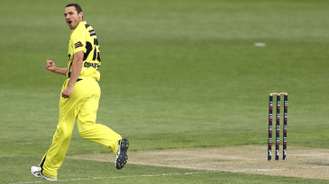 Nathan Coulter-Nile struck with two top-order wickets