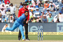 Kedar Jadhav in his delivery stride, India v New Zealand, 2nd ODI, Pune, 25 October, 2017