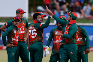 Shakib Al Hasan celebrates with his team mates