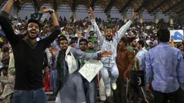 Fans in Lahore lap up the final T20I