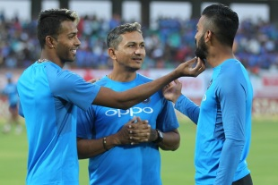Hardik Pandya seems extremely fascinated with KL Rahul's beard