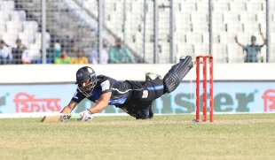 Ravi Bopara pulls out a full-length dive