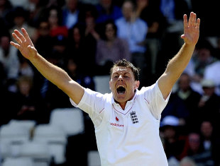 Darren Pattinson appeals for his first Test wicket
