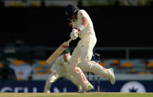 Joe Root failed to evade a Mitchell Starc bouncer