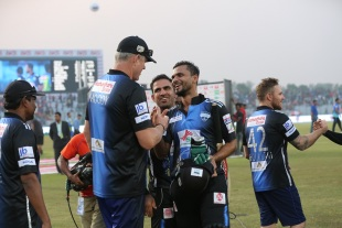 Mashrafe Mortaza celebrates Rangpur's win with head coach Tom Moody