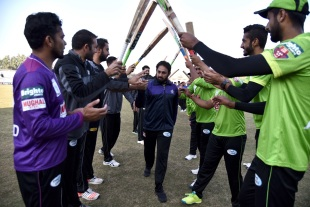 Saeed Ajmal receives a guard of honour from his team-mates