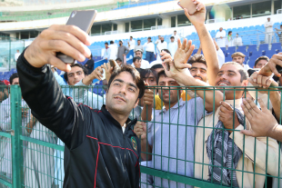 Rashid Khan takes more selfies with Afghanistan fans