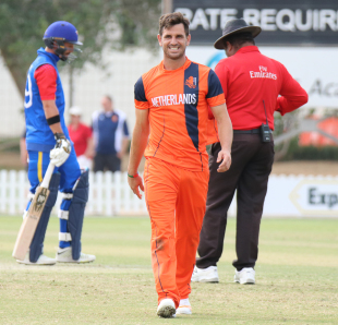 Ryan ten Doeschate smiles on the way to his mark during his first bowling spell back with the Netherlands