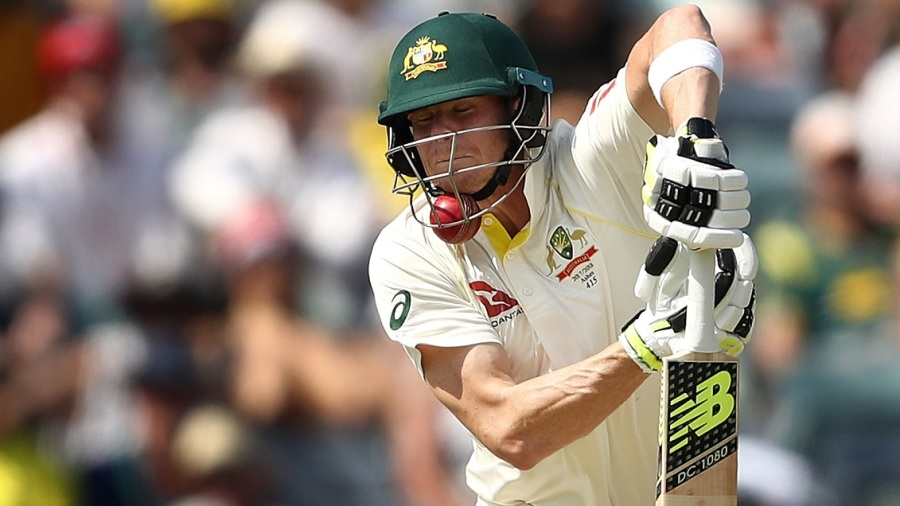 Steven Smith cops a blow on the chin