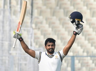 Karun Nair put Karnataka in pole position