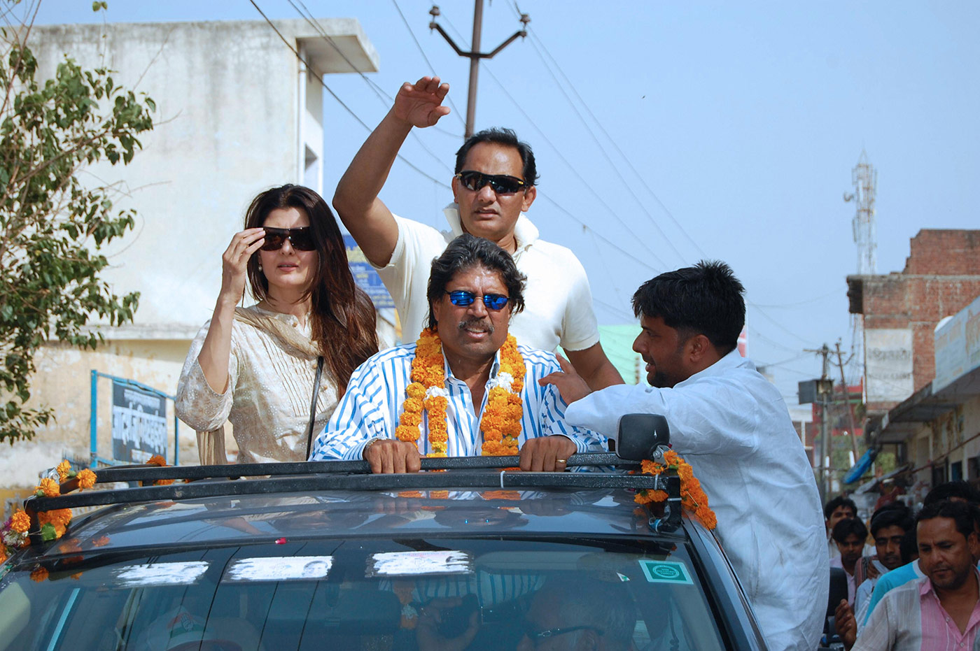 On the campaign trail in Uttar Pradesh in 2009, with his wife, the actor Sangeeta Bijlani, and former team-mate Kapil Dev