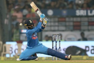 Dinesh Karthik misses a scoop