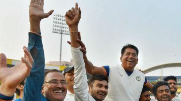 Vidarbha players hoist their head coach Chandrakant Pandit on their shoulders