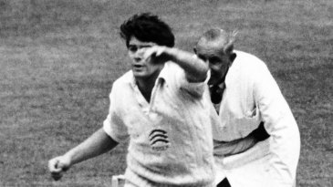 Robin Hobbs bowling for Essex