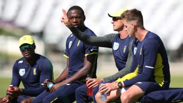 Dale Steyn conducts a fast bowling clinic. Or he's asking for a couple more drinks