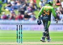 Strong Wellington winds continually forced the bails out of the stumps, New Zealand v Pakistan, 1st ODI, Wellington, January 6, 2018