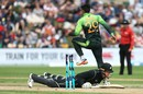 Martin Guptill was run-out after a mix-up with Kane Williamson, New Zealand v Pakistan, 3rd ODI, Dunedin, January 13, 2018