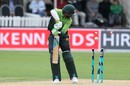 Mohammad Amir's outside edge found the middle stump, New Zealand v Pakistan, 3rd ODI, Dunedin, January 13, 2018