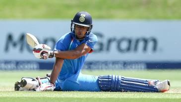 Manjot Kalra loses his balance while sweeping